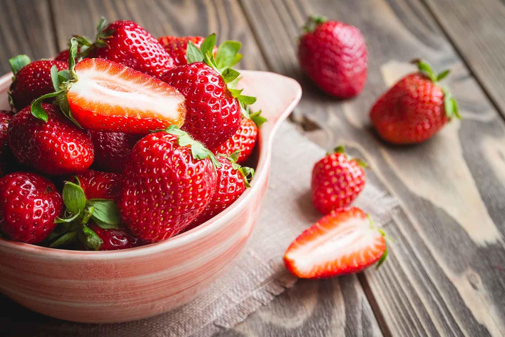 Buah Strawberry: Manfaat Beserta Kandungannya - Jovee.id