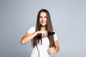 cara-meluruskan-rambut-keriting